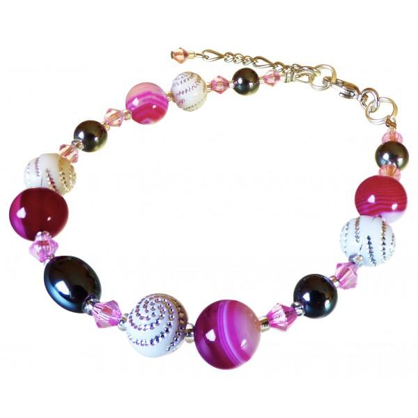 Bracelet Léger, Agates fushia et perles blanches à spirales.