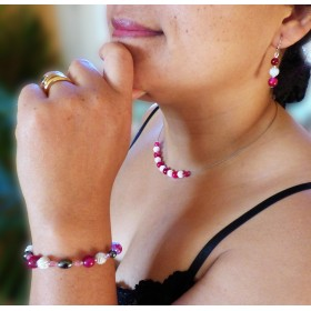 Parure agates fushia et perles blanches à spirales.