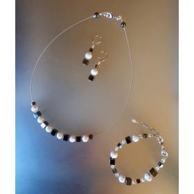 Parure cube d'hématites et perles blanches à spirales