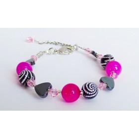 Bracelet demoiselle agates fushia et perles fantaisies à spirales argentées.